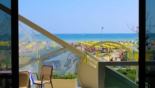 vista della spiaggia di Viserba dalla reception dell'Hotel Tritone Rimini